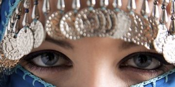 Sotto il velo bellissime: le donne musulmane e la chirurgia estetica
