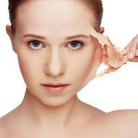 Ringiovanire e levigare il viso col peeling