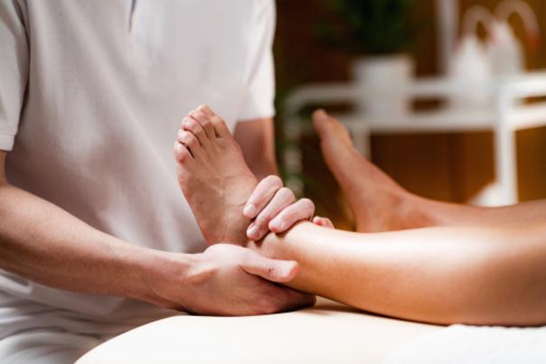 massaggi caviglie gonfie